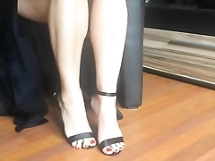 Sexy legs and high heels dangling - hotcams24.com