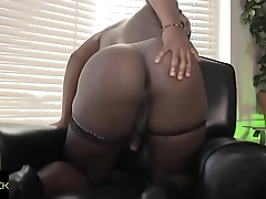 Black ts beauty wanking in stockings