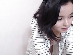 Cute and shy girl on webcam - BeautyOnWebcam.com