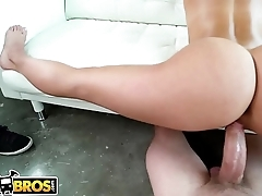 BANGBROS - Insanely Hot PAWG Kelsi Monroe Does A Split, Rides Dick Like A Dream