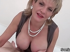 Unfaithful uk milf lady sonia unveils her huge tits
